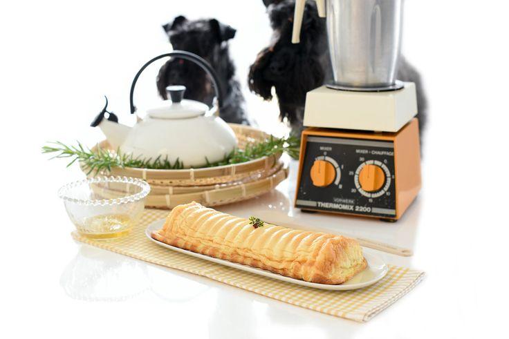 Tarta de queso Gallega. Una receta sencillísima que podrás hacer con batidora o con tu Thermomix ®. Pon todos los ingredientes a la vez, mezcla y hornea.