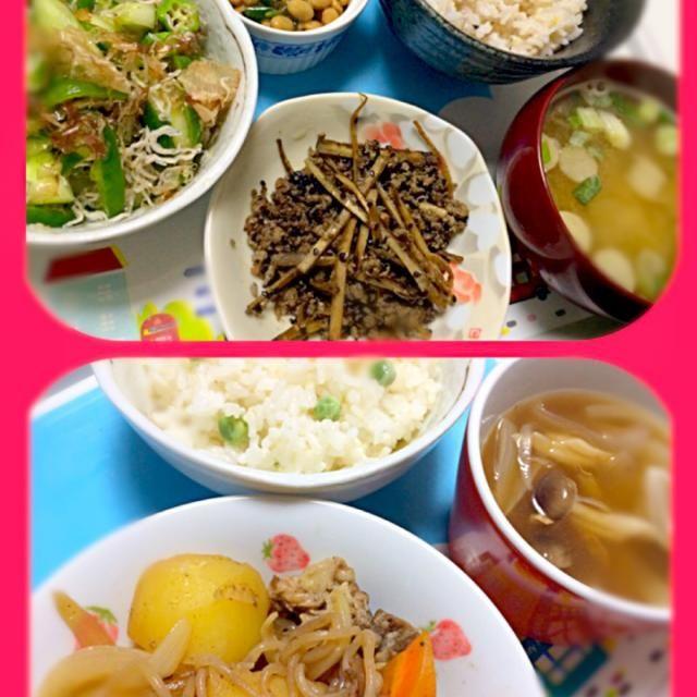 和食の朝☀️ - 7件のもぐもぐ - 上:牛蒡と挽肉、胡瓜オクラピーマン和え、モロヘイヤ納豆、味噌汁、雑穀米 下:肉じゃが、茸スープ、グリーンピースご飯 by akarizumu