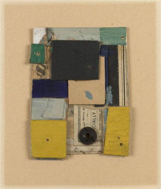 Kurt Schwitters, Sans Titre (Cially), Assemblage de cartons, huile, gouache et papiers imprimés, collé sur papier, 12,5 x 9,3 x 0,4 cm, Paris, musée national d'Art moderne - Centre Georges Pompidou.