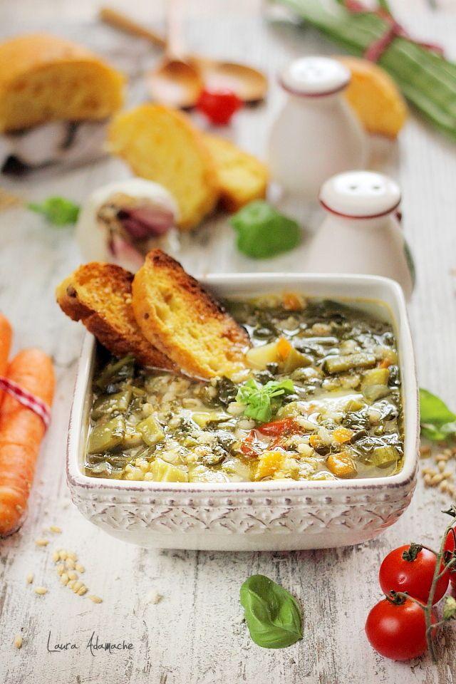 Supa Minestrone este o supa densa tipic italiana. Supa Minestrone cu legume si cereale. Reteta de supa italiana cu spanac si frunze de sfecla.