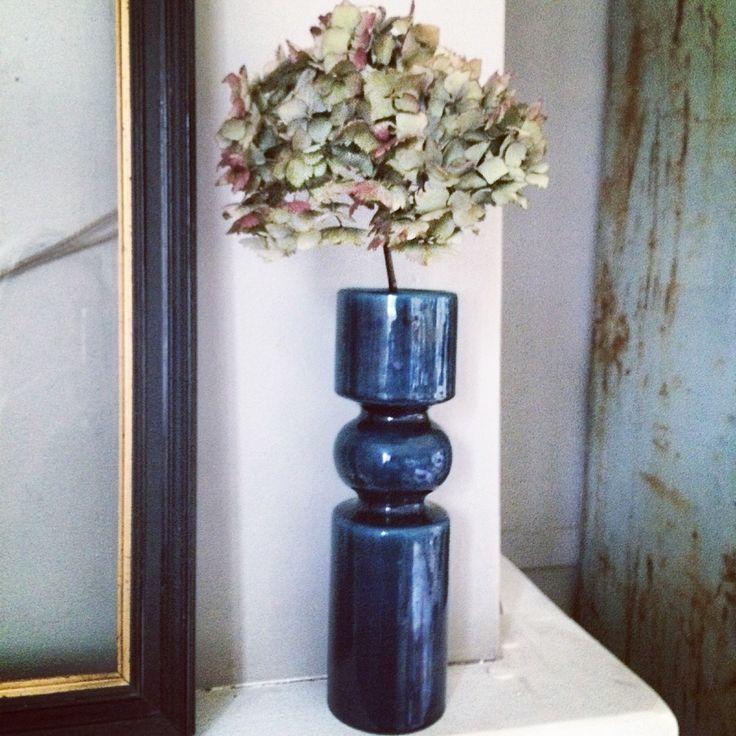 Joli vase vintage bleu forme quille.26cm de hauteur 7cm de diamètre expédie via mondial relais. #vintage