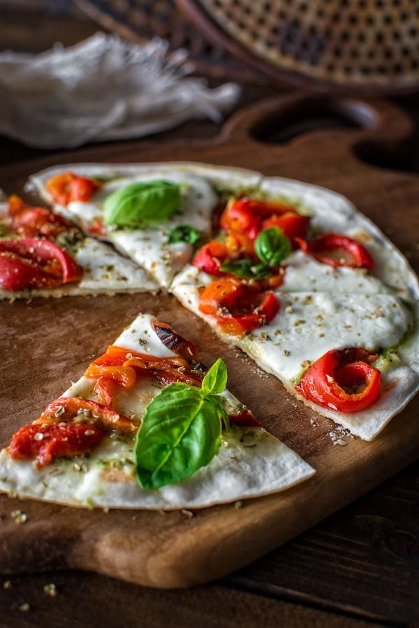 5-minute vegetarian tortilla pizza made with roasted peppers and fresh mozzarella cheese. ❤ COOKTORIA.COM  #vegetarian #recipe #2016