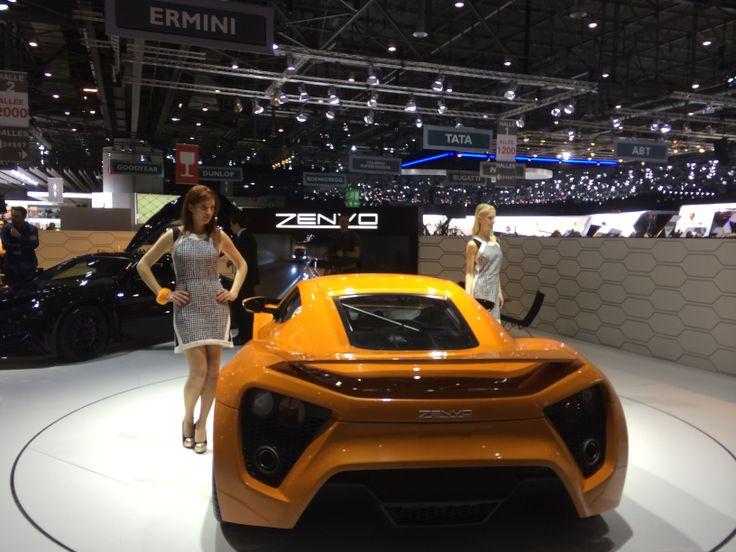 Der var skam også en dansk bil, nemlig Zenvo, med på udstillingen. Den seneste test i Top Gear (hvor bilen til sidst brændte...) har dog næppe gavnet markedsføringen (!).