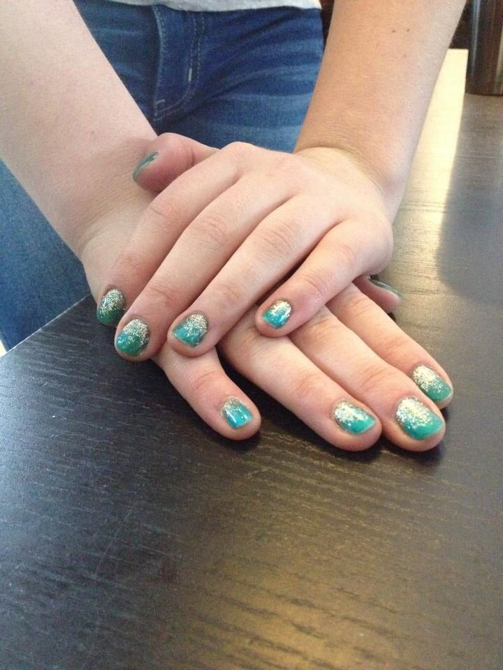 'The Mermaid' ~ teal glitter shellac with gold glitter gradient. Perfect for any tropical vacation, or to keep the winter days at bay!