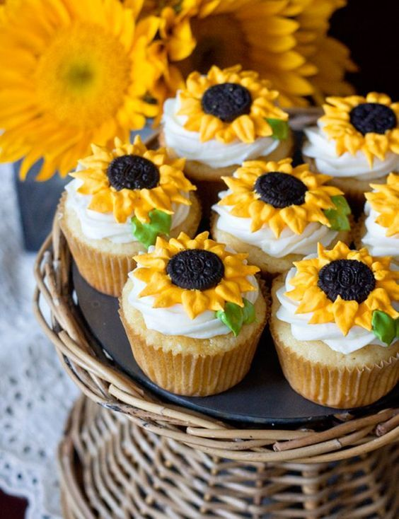 Sunflower cupcakes...amazing!