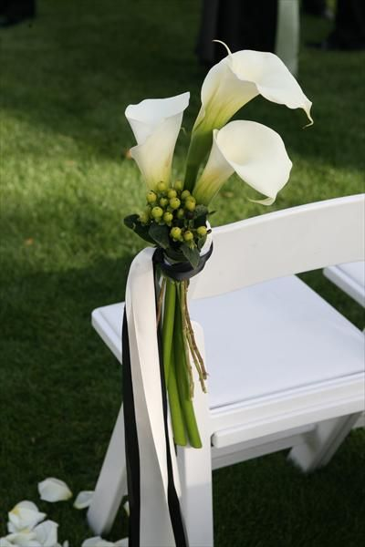 modern wedding theme. Simply stunning lillies and black and white ribbon make for striking aisle decor. #modernwedding #ceremony #decor