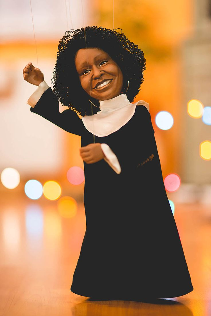 Puppet portrait of Whoopi Goldberg. To see how I formed the head and colored the face check out my youtube video: https://www.youtube.com/watch?v=UUPZsZgIilk