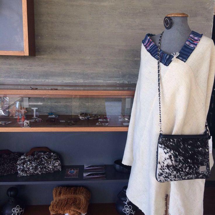 Poncho a telar en lana de oveja y diseños