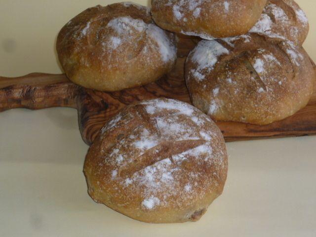 i panini con ricotta e noci, ottimi per accompagnare salumi e formaggi, saporiti e delicati da offrire ai nostri ospiti, fatti con lievito madre
