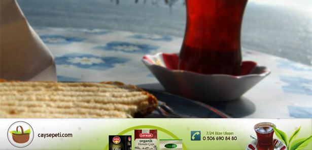 Hep yanımızda olan ve içmekten sıkılmadığımız çayın faydaları neler?  Tein  Siyah çayın yararlı özellikleri değişmiş ve güçlendirilmiştir.  Fermantasyon işlemi sırasında oluşan bu etki nedeniyle vücut daha kolay  asimile eder ve çabuk kanda emilir. Yeşil çay fincan başına sadece 20  ila 25 mg sahipken, 1 bardak siyah çay 35 ila 40 mg tein içerir.