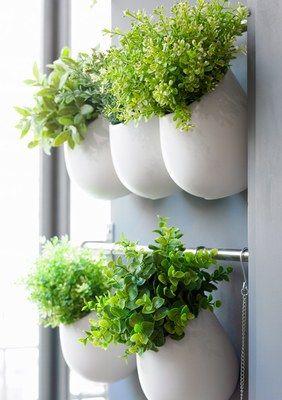 Idea de Ikea. Usar el tendedero de la cocina para macetas. Muy, muy bonito!                                                                                                                                                      Más