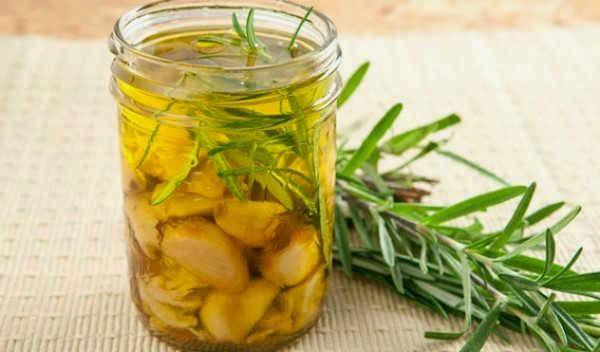 czosnek w oliwie na stawy