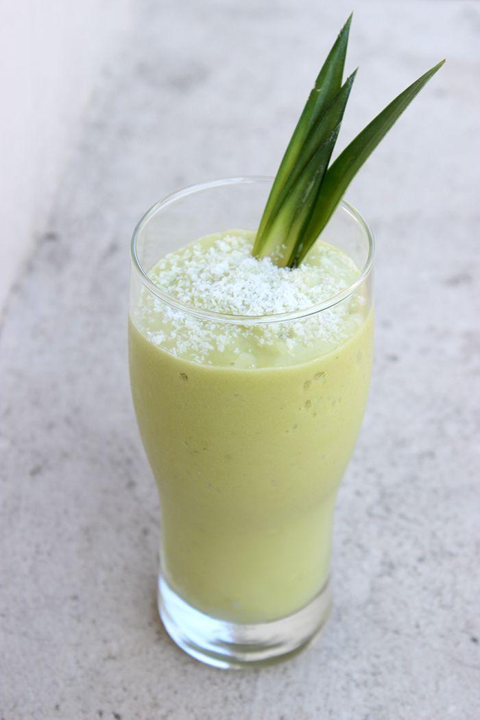 Smoothie Ananas - Avocat - Coco 1 grand verre de jus d'ananas pressé + 1/2 gros avocat + 1 banane congelée en petits morceaux + Noix-de-coco râpée