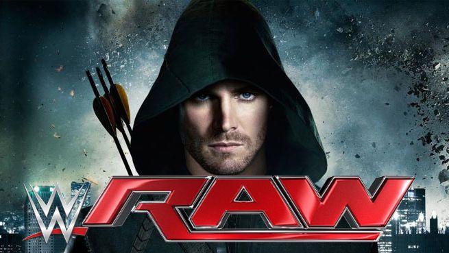 "Arrow's Stephen Amell Warns WWE's Stardust To ""Tread Carefully"""