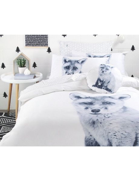 Create a magical room for your child with the adorable Bayo duvet cover set by Little Domani. Featuring a baby fox, with a whimsical, illustrated style. A charming, playful and timeless design.