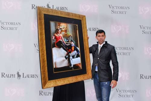 "Diego Rios, exhibiting 2014 : Unveiling ""Victoria & Ralph"", in SoHO, NYC  A memorable time of Diego Rios during the unveiling frame of the ""Victoria & Ralph"", a demo campaign exhibited as a gallery artwork in Soho, NYC. 