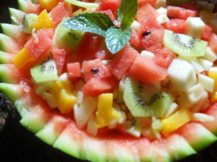 Sałatka owocowa, sama robiłam <3 Amć amć ;P