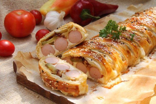 Egy finom Virslis fonat ebédre vagy vacsorára? Virslis fonat Receptek a Mindmegette.hu Recept gyűjteményében!