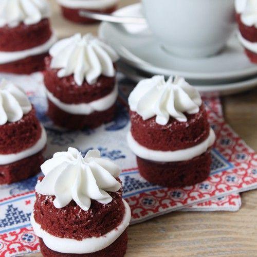 Recept: Red velvet mini torentjes - Gebak - Recepten  | Deleukstetaartenshop.nl | Deleukstetaartenshop.nl
