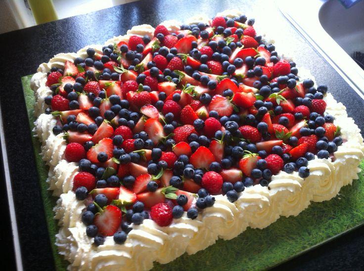 Friske bær og hindbær/appelsin kage