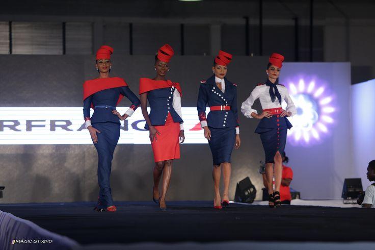 Les uniformes dessinés par Gilles Touré s'invitent à l'agence Air France du plateau, admirez ! | Model225.com
