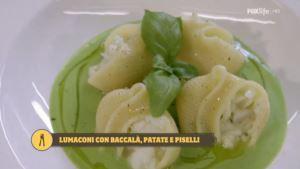Lumaconi ripieni con crema di baccalà e patate su salsa di piselli