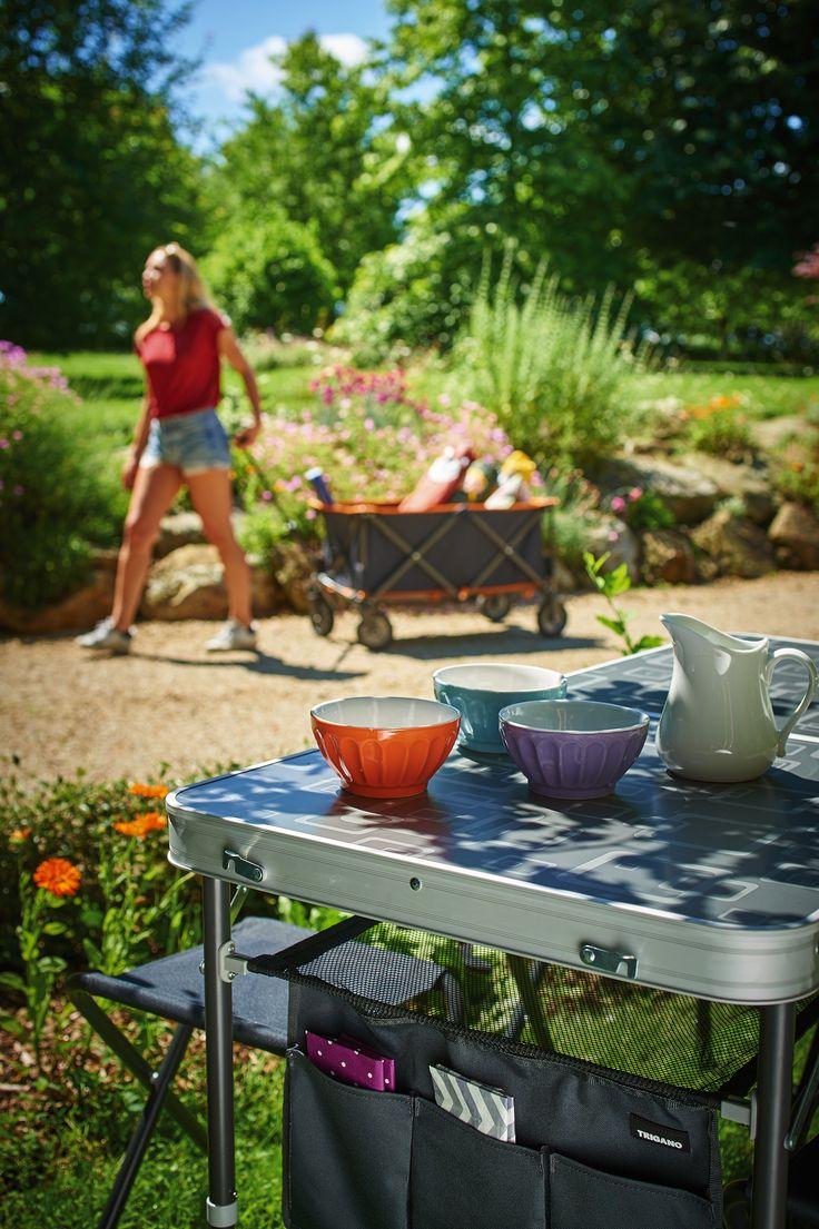 Table pliante de camping + tabourets. Retrouvez tous ces produits sur Triganostore