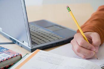 Comment faire une fiche de révision pour apprendre plus facilement et réussir ses études. Devenir un bon élève avec les fiches de révision.