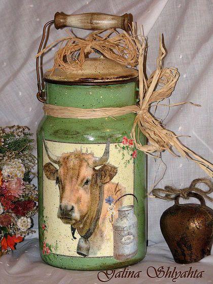 Бидон `Лето в деревне`. Старый отреставрированный эмалированный бидон 80 годов . Можно собирать в него ягоды, можно хранить сыпучие продукты или использовать в качестве вазы для цветов и сухоцветов.Получил обновленную жизнь.