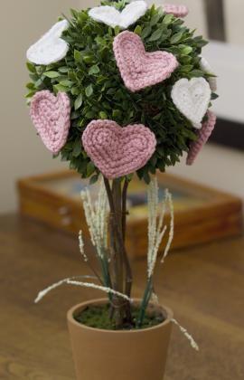 Affaire of the Heart Topiary Crochet Pattern  ✿Teresa Restegui http://www.pinterest.com/teretegui/✿