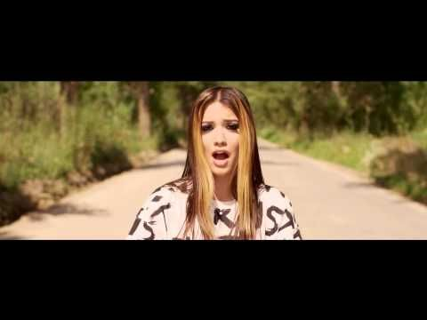 Betty Blue - Intr-o secunda [official music video] 2014 - YouTube