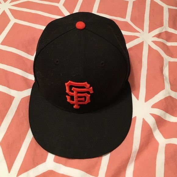 WOMENS MLB SF Giants baseball Hat OFFICIAL SF GIANTS hat (size 7-so it says) As much as I love the look of it, I can't get past the fit. Fairly new, not broken in. Non-Adjustable Accessories Hats