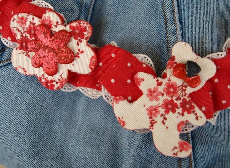 ANNABEL LEE  collana in tessuto e pizzo con elementi orsetto cuori e fiori in pasta modellabile decorati a mano con tessuto e glitter