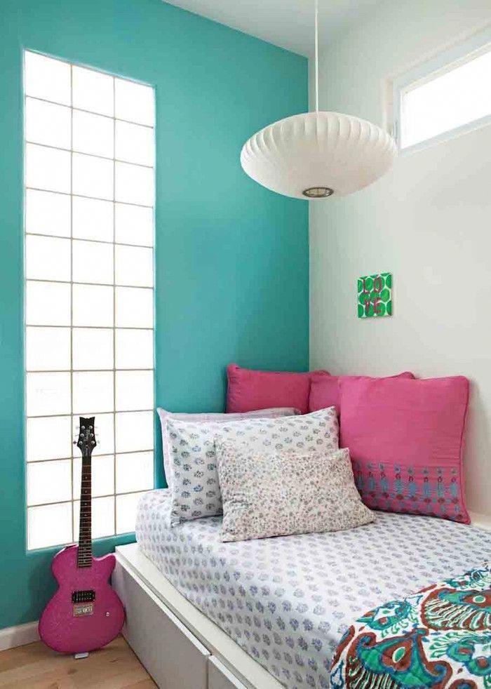 Chambre Fille Avec Peinture De Mur Blanc Et Turquoise Et Accessoires