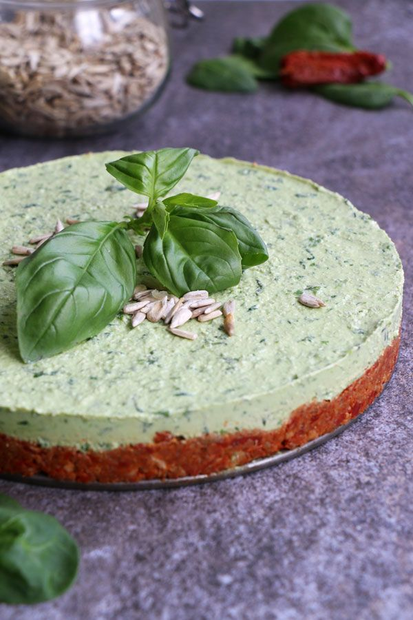 Raw Spinach Cheesecake with Sundried Tomato and Sunflower Seed Crust (grain-free & vegan) - Nirvana Cakery