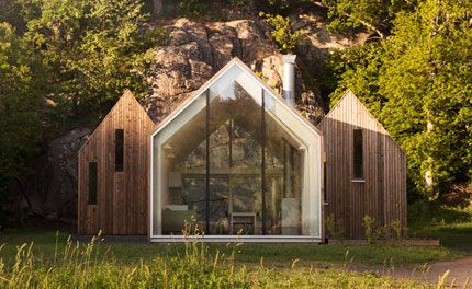 Sitting in an idyllic location near the city of Sandefjord, along Norway's southeastern coastline, is this secluded cluster of micro cabins. They constitute the holiday home of a multigenerational family, designed by Oslo-based Reiulf Ramstad Architect...