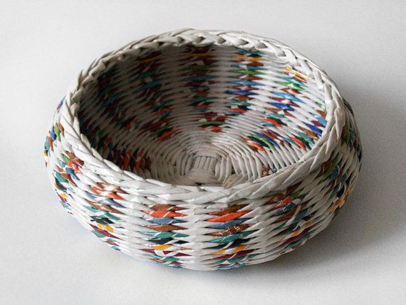 Recycled paper basket / bowl hand weaved from di BLURECO su Etsy