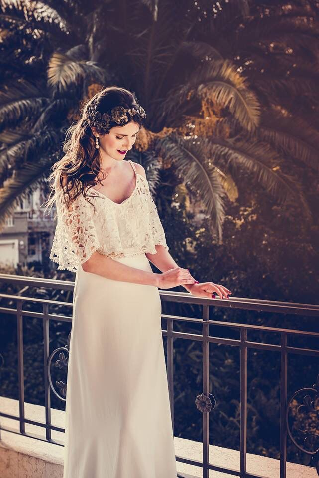 Vestido de estilo bohemio. #boxinwhite #vestidodenovia #novias #weddingdress #brides #weddingphotography #weddingstyle #romanticstyle #headpiece #weddingideas #lace #bohobride #bohochic #bohemianstyle #bohemian #macrame