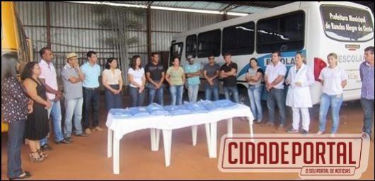 Nesta semana foi realizada a entrega de uniformes aos funcionários do pátio de máquinas de Rancho Alegre
