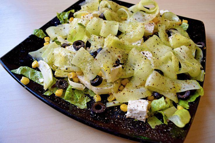 Vegetariana con Cetriolo, Finocchio, Olive Nere, Feta e Mais