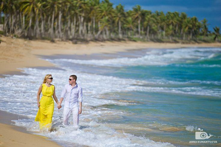 Дикий и чарующий Макао – один из самых знаменитых пляжей Пунта Каны и Доминиканы в целом🌊. Макао – это массивные волны (на этом пляже нет кораллового рифа, который огораживает берег от Атлантического океана), длинная лунообразная линия прибоя с песком цвета слоновой кости, склоняющиеся над морем пальмы🌴 и величественные скалы. Это превосходное место для романтического отдыха💕, занятий серфингом🏄 и, конечно же, шикарных фотографий📷. А какой ваш любимый пляж в Доминикане? ⠀…