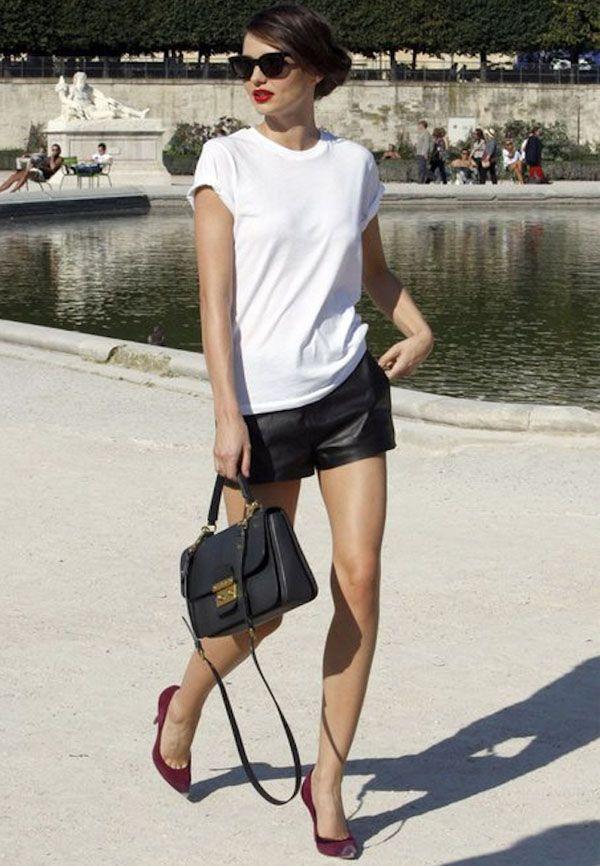 miranda-kerr-modelo-street-style-paris-shorts-couro