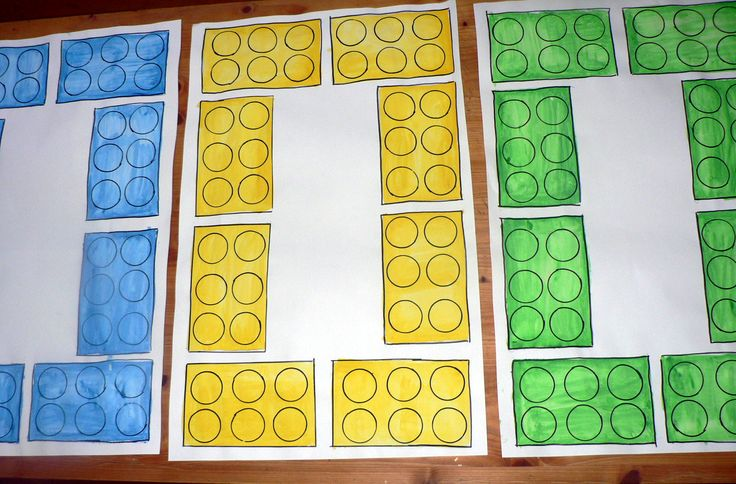 LEGO party table topper - painted paper. LEGO festett papír buli terítő.