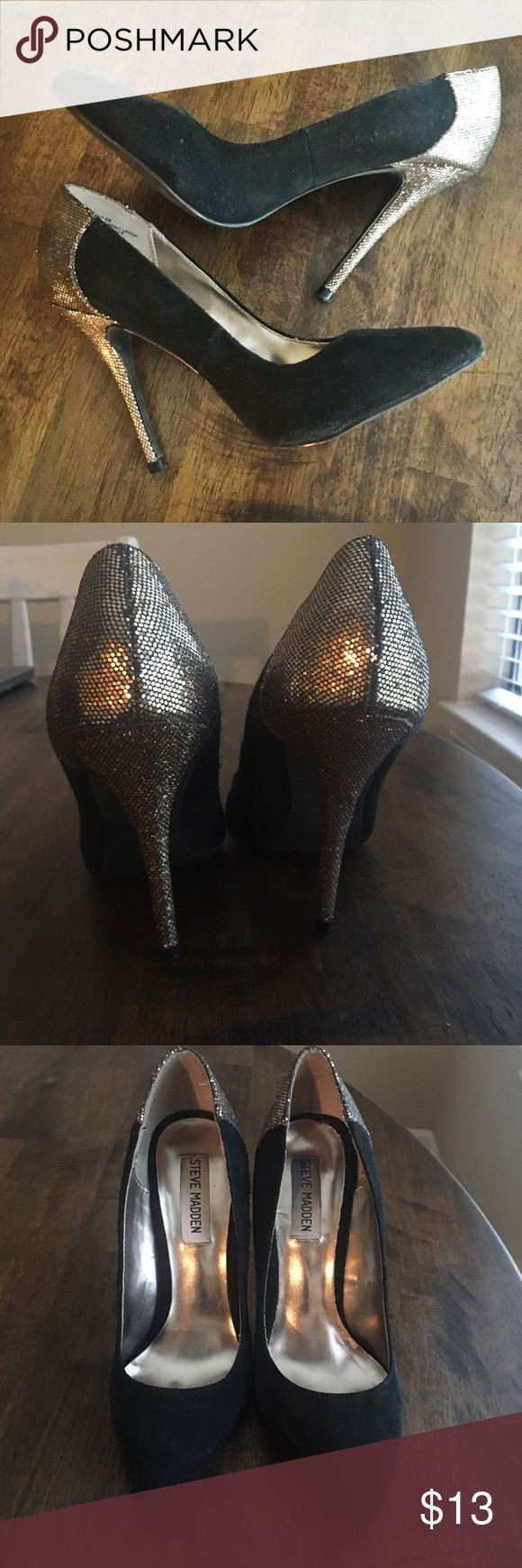 Steve Madden Black and Gold Pumps - cute! Size 6.5, these classic silhouette pumps have a tasteful dose of shiny gold! You can dress these up or down, there are so many ways to wear these and you'll get nothing but compliments. 👠 Steve Madden Shoes Heels