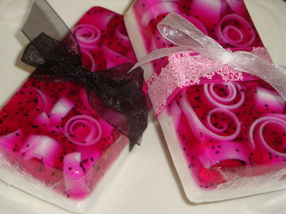 BlackraspberryVanilla glycerin soap by SoapinItUpSoaps on Etsy, $4.00