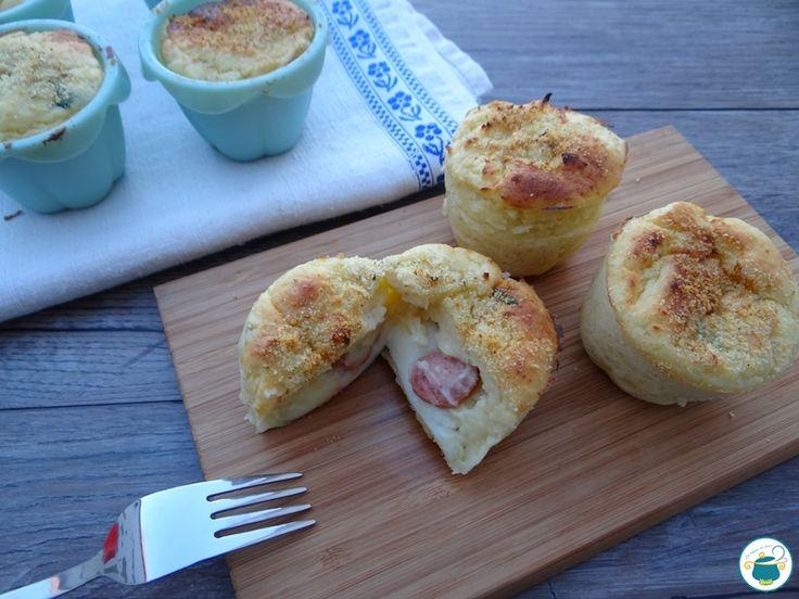 pommes de terre Muffin farci à la saucisse et du fromage