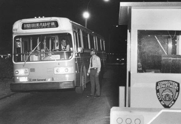 A Steinway bus at NYC's Rikers Island prison on Oct. 13, 1981.