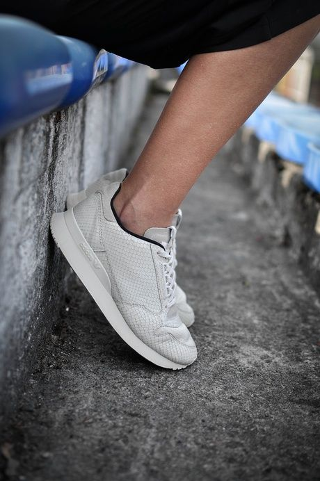 Stylizacja buty Adidas, spódnica ubrani.com.pl, kurtka Tally Weijl