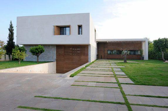 Contemporary Villa in North Lebanon by MARIAGROUP