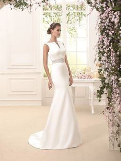 Novia d'Art Wedding Dresses in Brighton and Sussex Modern Bride Traditional wedding dress Mode Bridal is a luxury bridal boutique where style loving brides will find quality and impeccable service in everything we do. Whether you are looking for a stunning statement gown or something effortlessly beautiful, we are here to make you look and feel amazing on your wedding day. www.modebridal.co.uk